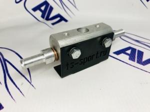 Переходник под регулятор давления топлива (РДТ) с кронштейном крепления.